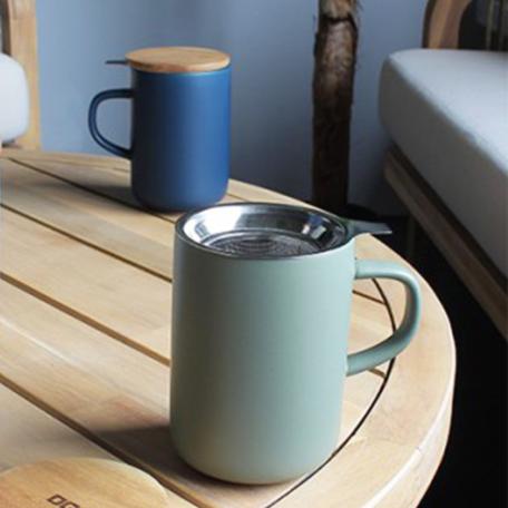 Mug en grès de 475 ml, couvercle en acacia et filtre en inox micro-perforé Colors of Tea