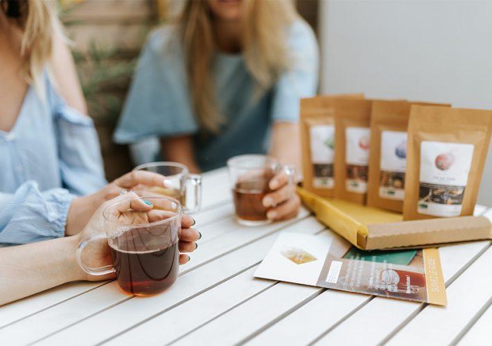 copines qui boivent du thé bandeau