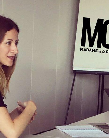Madame de la Com en atelier