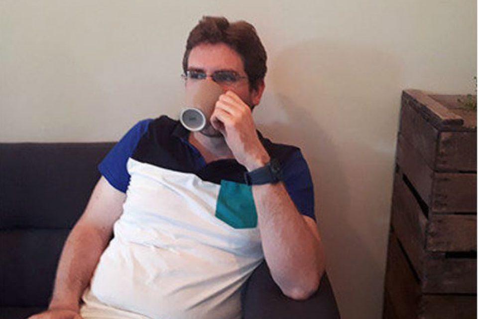 Vincent Reneleau boit du thé