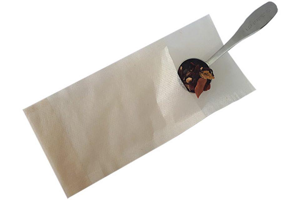 filtre en papier avec cuillère mesure de thé